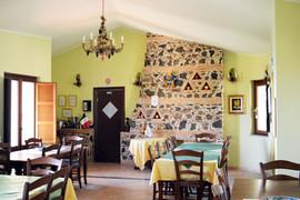 La-sala-colazione-con-i-lampadari-in-sti