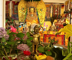 Jowo Rinpoche and statue of the infant Buddha