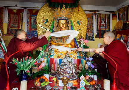 Offerings to Jowo Rinpoche