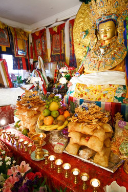 Offerings to the Jowo Rinpoche