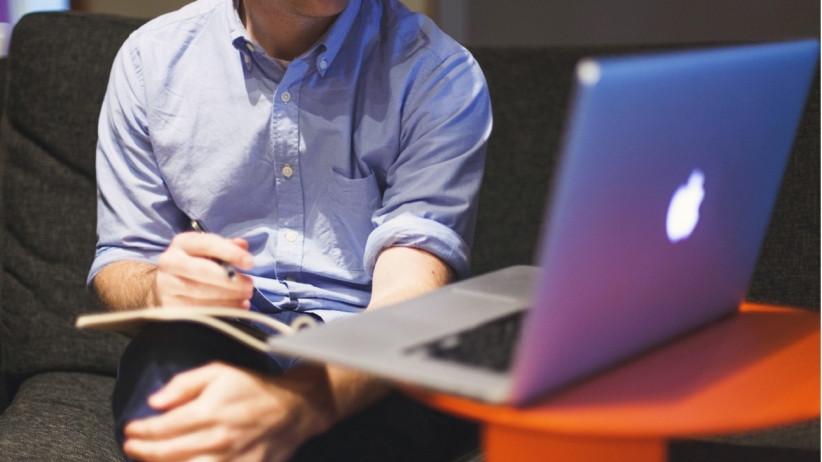 20150304220055-computer-laptop-apple-software-millenial-sitting-employee-working