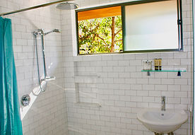 Main bathroom Tui Cottages