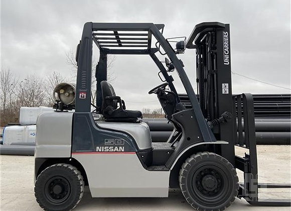 Nissan 2.5 Ton Container Mast