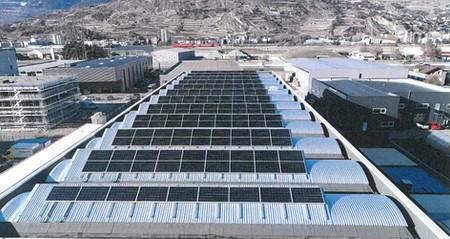 Halle avec installation solaire photovoltaïque