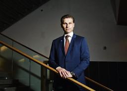 Ministeri Häkkänen: Pikavippien sääntelyyn tulee kiristyksiä - Korkokatto myös yli 2 000 euron luott