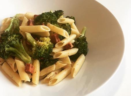 broccoli pasta met vegan bacon