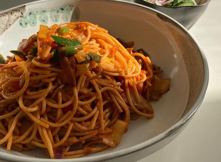 bami met spaghetti. lekker snel :)