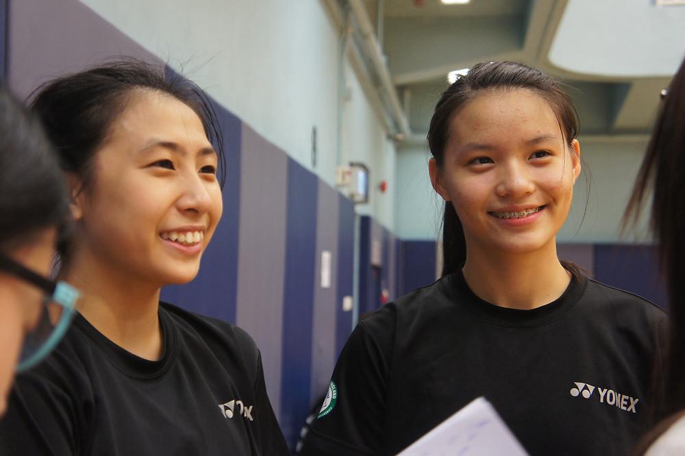 青少年女子雙打FL組(7-18歲)冠軍吳莉群(左)、梁悅儀(右)