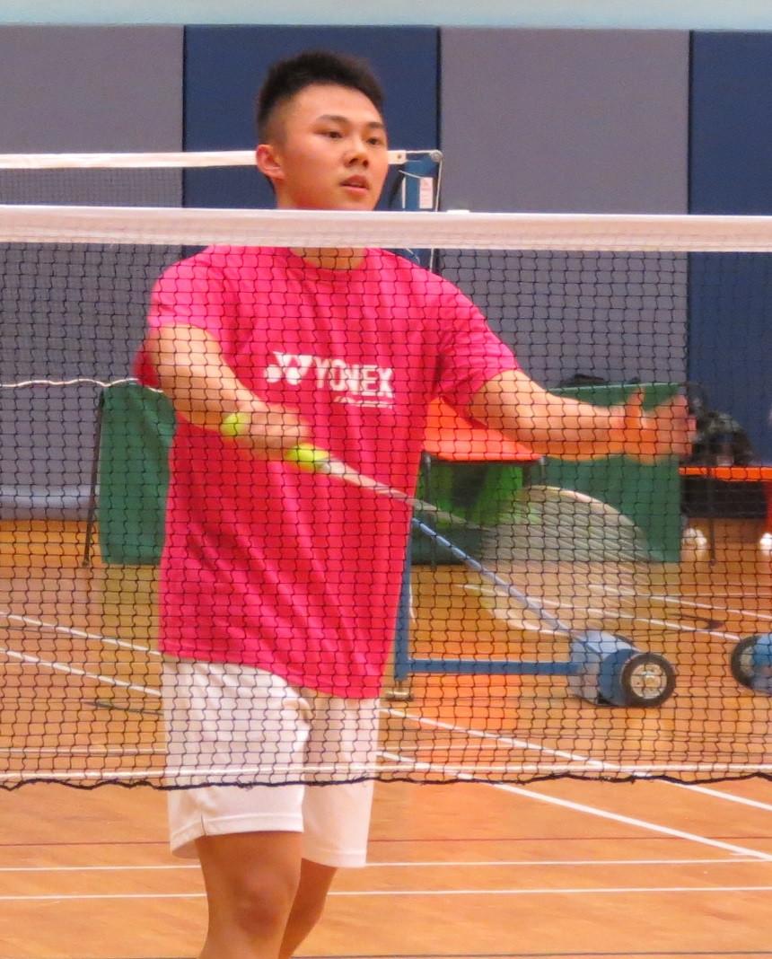 MF組(16-18歲)謝朗延成功衛冕