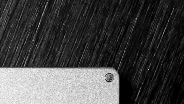 CardHoda,一款鋁合金的卡片保護套,不但可以保護重要的卡不彎曲、不折斷,更可以防止被人惡意讀取於內的資料。安全!輕便!型格!