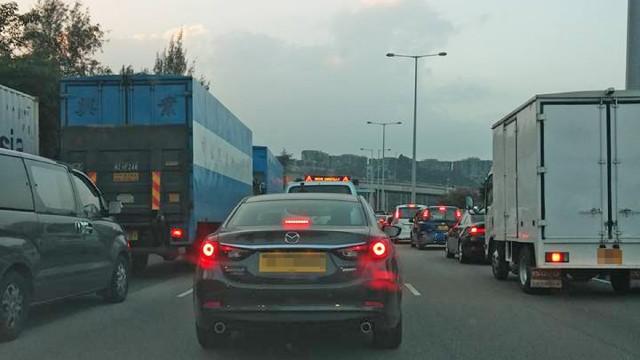 吐露港公路經常出現擠塞情況。(網上圖片)