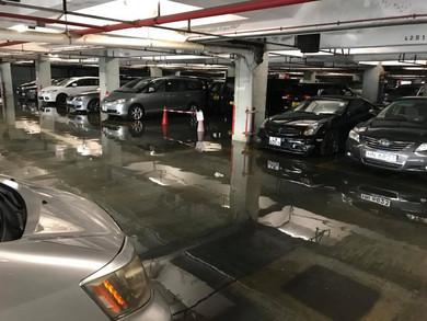 污水淹浸富亨邨地庫停車場