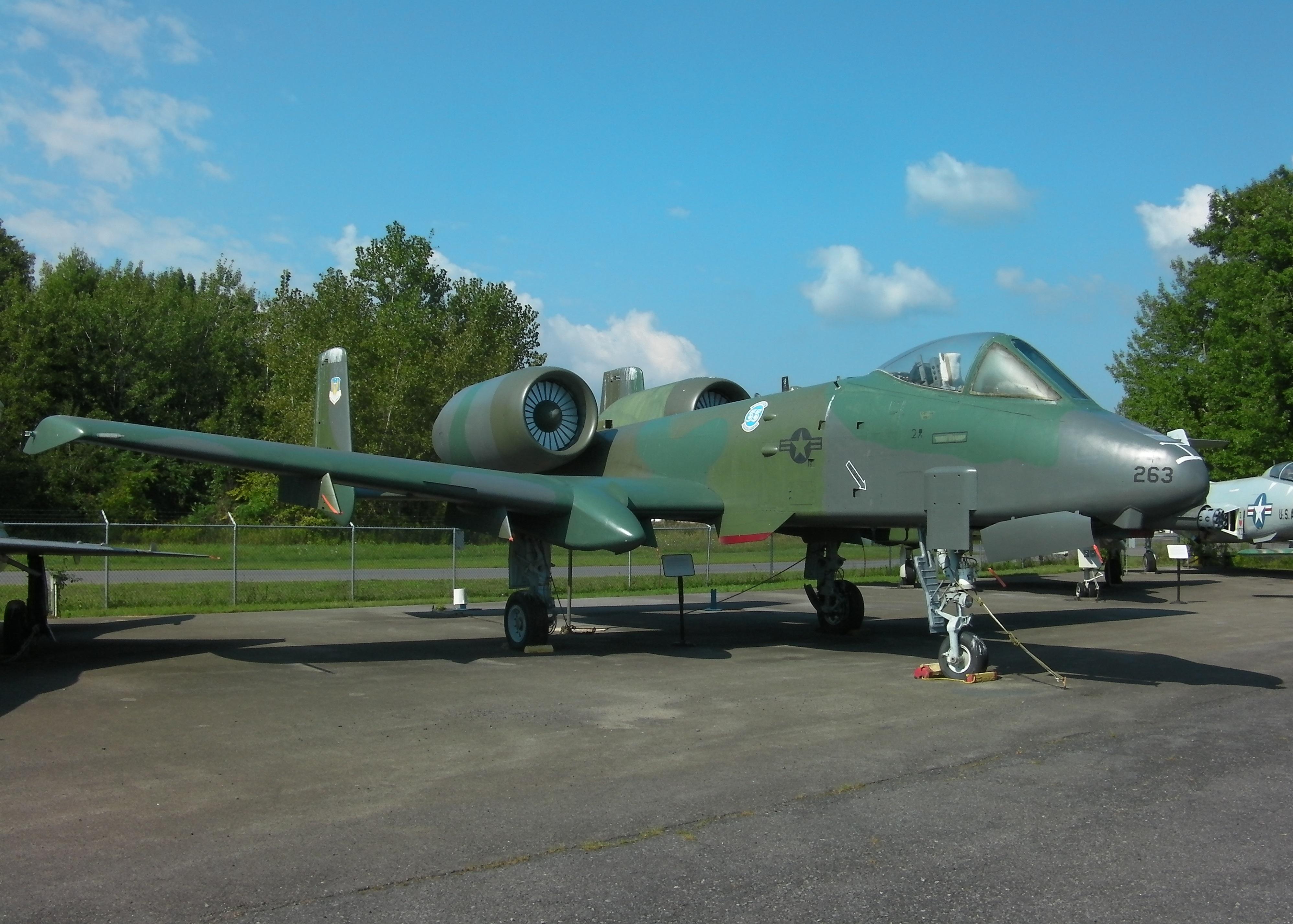 Fairchild A-10Thunderbolt II( Warthog)