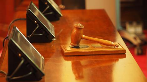 TJUE: La anulación de un criterio de selección o aptitud detiene el proceso de contratación pública