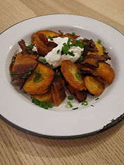 hashbrowns potatoes with bacon and sour cream