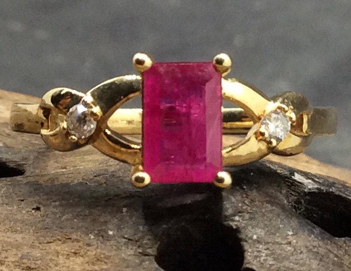 Vintage 10ct Geel Goud Diamanten met Robijn Ring