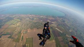 Будапешт, озеро Балатон, поцарапанный бампер и прыжки с парашютом