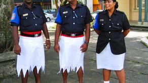 Мужчины-полицейские тоже носят юбки