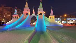 Как из мультфильма, сказочный ледяной городок в Новом Уренгое