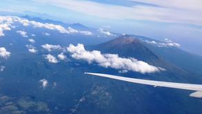 Пилоты исполнили. Пролет прямо над кратером вулкана