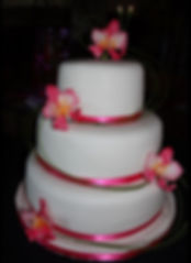 Specialist in wedding and celebration cakes in the Midi Pyrénées – delivering to Toulouse, Montauban, Cahors and elsewhere in the region.