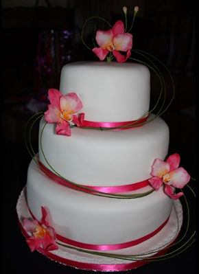 Specialist in wedding and celebration cakes in the Midi Pyrénées– delivering to Toulouse, Montauban, Cahorsand elsewhere in the region.