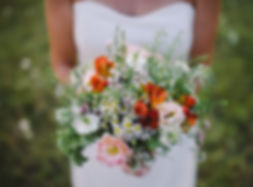Amelie gives colour and scent to your wedding in South-West France.