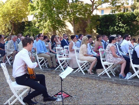 Classical wedding guitarist