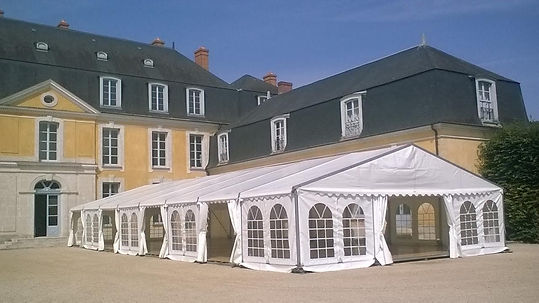 Modular marquees to suit any event as well as furniture rental throughout Central France, Paris and the Loire.