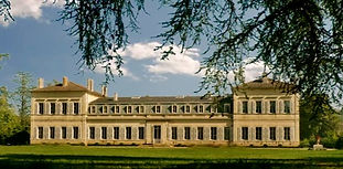 Beautiful Château wedding venue with stunning grounds, orangery and swimming pool. Sleeps 25, caters up to 200