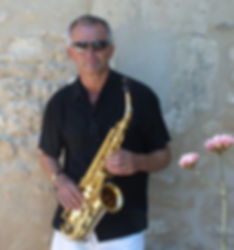 Our Dordogne saxophonist will arrange the perfect playlist of songs for your ceremony, cocktail reception or wedding breakfast.