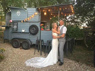 Our fabulous food truck and mobile bar is the perfect option for relaxed dining for weddings in South-west France.