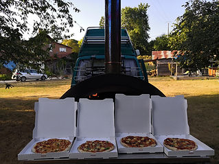 Our mobile wood-fired pizza oven operates on a close to zero carbon footprint and is available throughout South-west France.