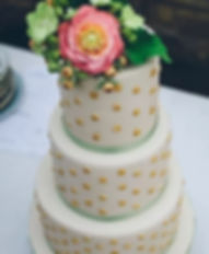 Stunningly beautiful and scrumptiously delicious wedding cakes in South West France.
