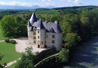 Beautiful Renaissance chateau on the banks of the Garonne River near Toulouse. Sleeps 20 and caters for 150+.