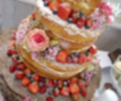 Based near Limoges this family run boutique specialises in creating beautiful bespokewedding and celebration cakes.
