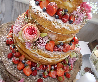 Based near Limoges this family run boutique specialises in creating beautiful bespoke wedding and celebration cakes.