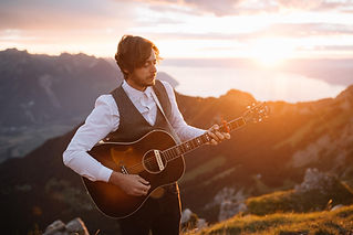 Eyeglass unites some of the French Riviera's most talented and successful English musicians for weddings in France.