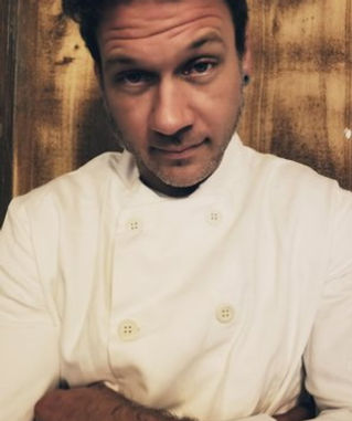 A passionate chef specialising in American French fusion, vegan meals and barbecues!