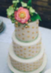 Stunningly beautiful and scrumptious wedding cakes in SW France