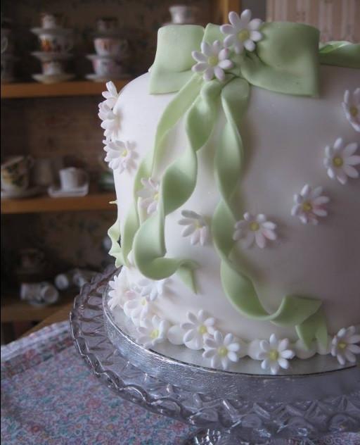 Dordogne wedding cakes - daisy