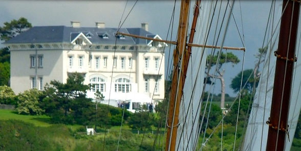 Coastal chateau with stunning views in Northern France
