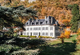 A 17th century chateau with heated swimming pool located between Hautes-Pyrénées and Haute-Garonne. Sleeps 25, caters for up to 100