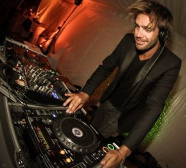 Midnight wedding DJ in Paris