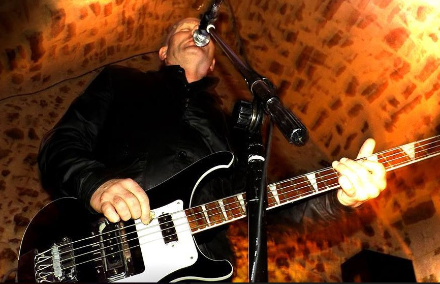 Blackjack are a party covers band playing rock, indie and soul classics from the last seven decades. Also available as a solo guitarist.