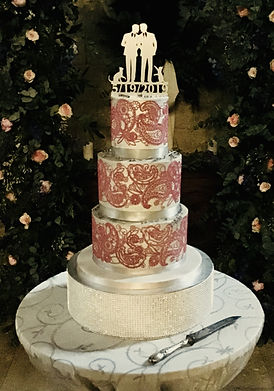Two experienced bakers providing lovingly designed wedding cakes, sweet tables and desserts in South-west France