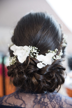 romantic hairdo fresh flowers