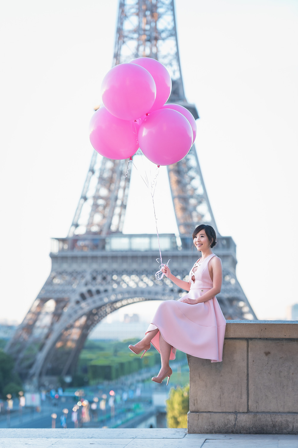 pink dress and balloons shoot in front of the Eiffel Tower!