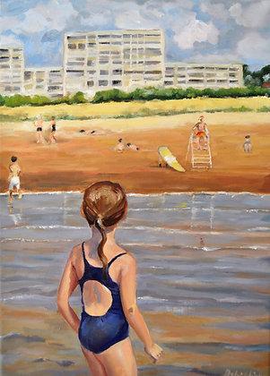 Fillette rejoignant la plage