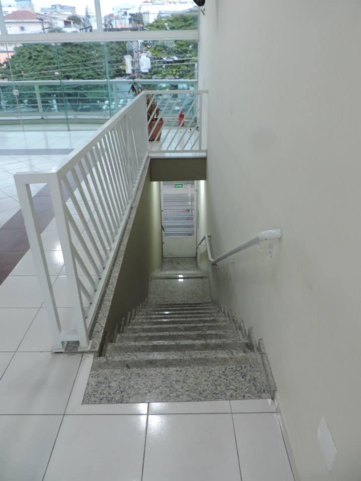 Salão - Escada para a saída